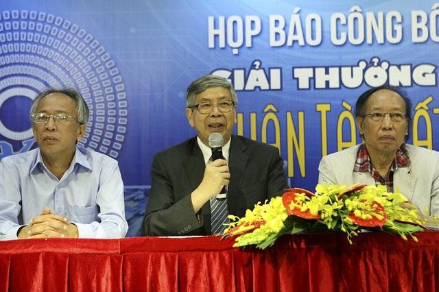 GS.TSKH Đặng Vũ Minh đưa ra lời khuyên đối với các thí sinh tham dự Giải thưởng.
