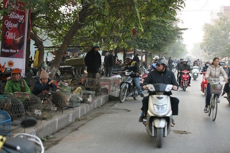 """Đường Kim Ngưu thành """"điểm đen giao thông"""" vì loạn họp chợ - 6"""