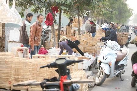 """Đường Kim Ngưu thành """"điểm đen giao thông"""" vì loạn họp chợ - 8"""