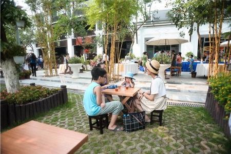 Khu phố thương mại Phố Trúc thu hút nhiều khách tham quan, du lịch
