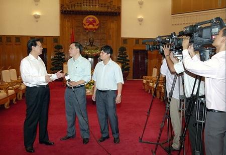 Thủ tướng Nguyễn Tấn Dũng trả lời phỏng vấn của TTXVN - Ảnh VGP/Nhật Bắc