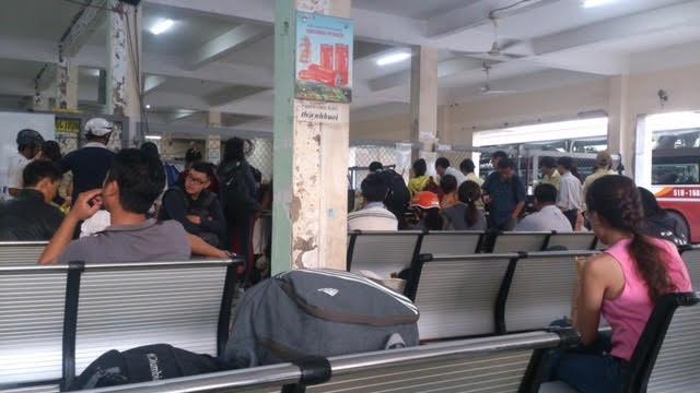 Hành khách tại bến xe 419 Lê Hồng Phong