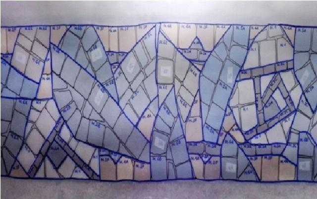 Ngoài việc ghi lại các đường nét, các viên gạch sẽ được ký hiệu đánh dấu vị trí bị khuyết, vỡ, mòn, hư hỏng, sai màu và mã màu sắc viên gạch.