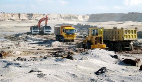 Riêng mỏ sắt Thạch Khê, từ 5-10 năm nữa không nên tiến hành đầu tư làm gì cả!, GS Lê Ái Thụ phát biểu.