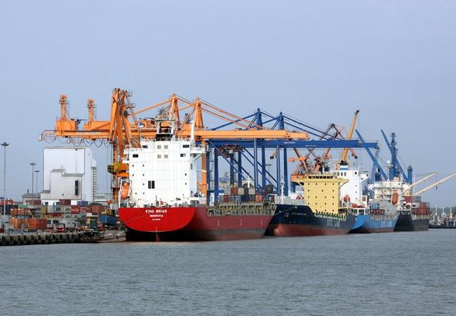 Nhiều doanh nghiệp xuất nhập khẩu ở Hải Phòng cho rằng mức phí thu đối với hàng xuất nhập khẩu mà Hải Phòng đưa ra là khá cao