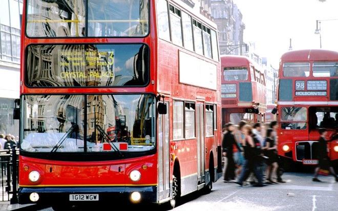 London, Hồng Kông và Singapore là những ví dụ về các thành phố có lượng lưu thông đáng kể vào giờ cao điểm.