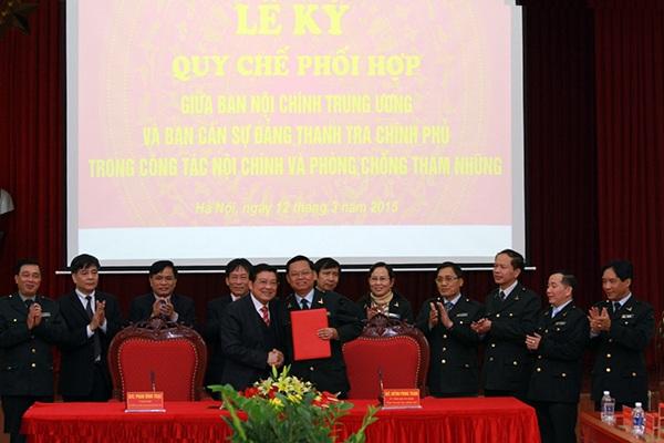 Ông Phan Đình Trạc và Tổng Thanh tra Chính phủ Huỳnh Phong Tranh ký quy chế phối hợp.