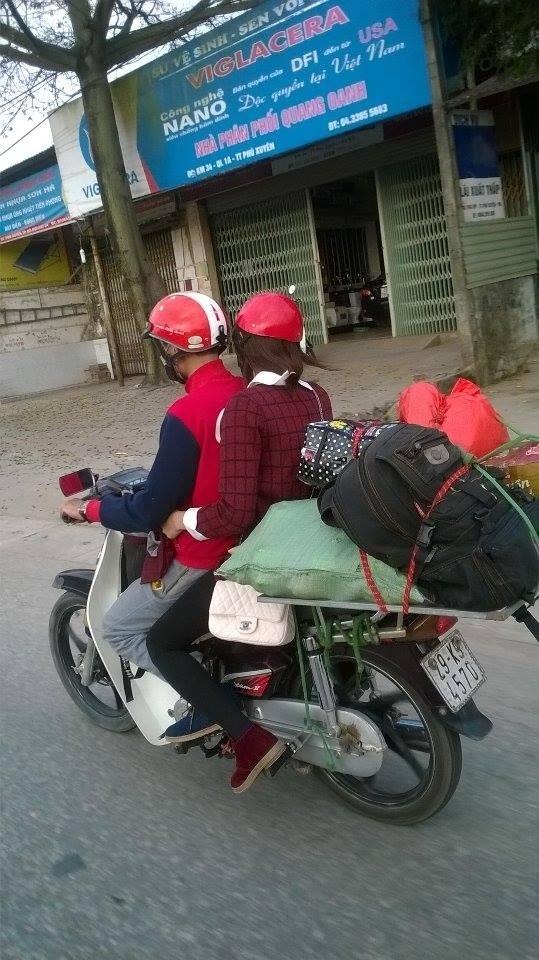 Người dân tấp nấp trở lại Hà Nội sau kỳ nghỉ Tết