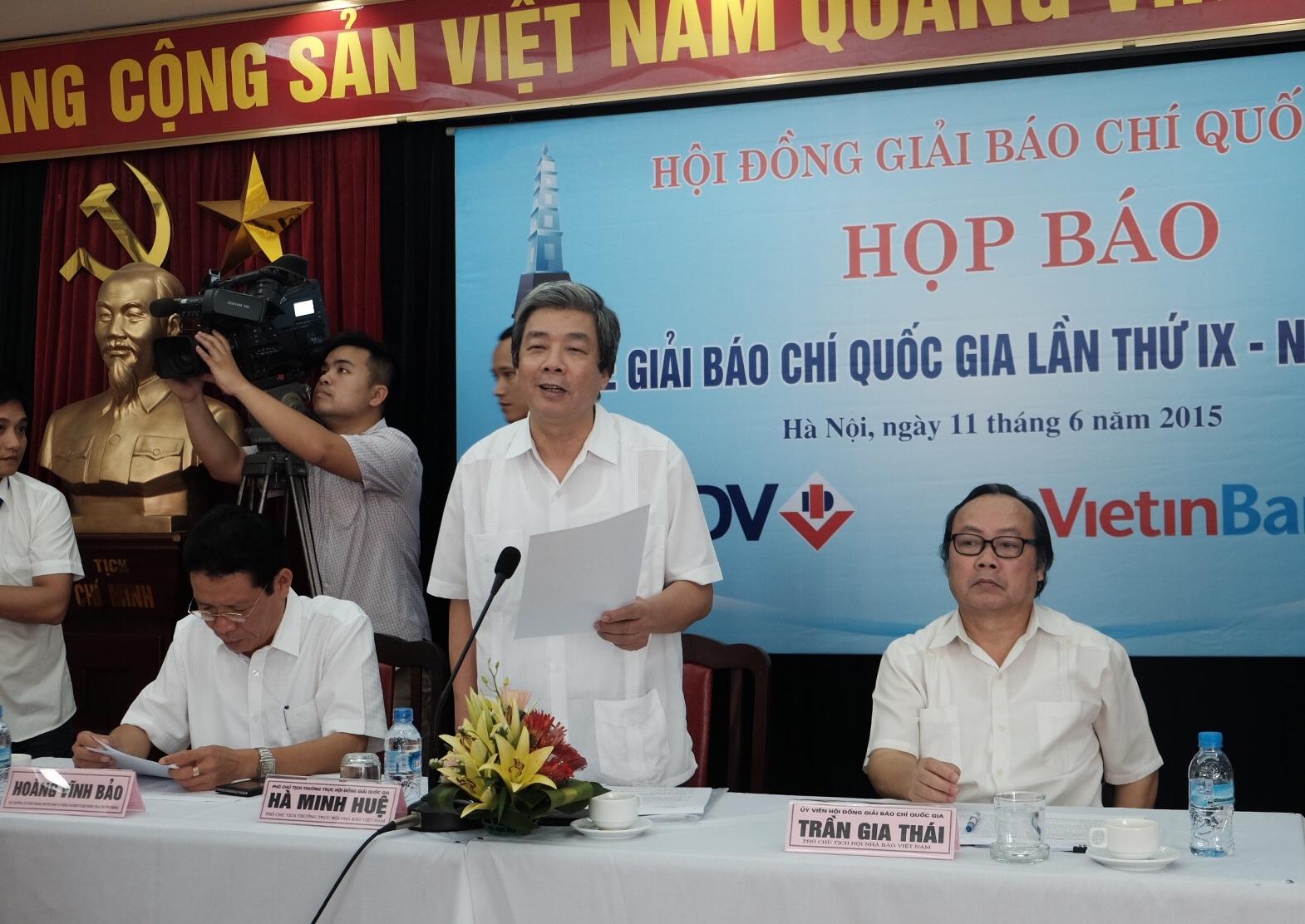 Ông Hà Minh Huệ phát biểu tại cuộc họp báo.