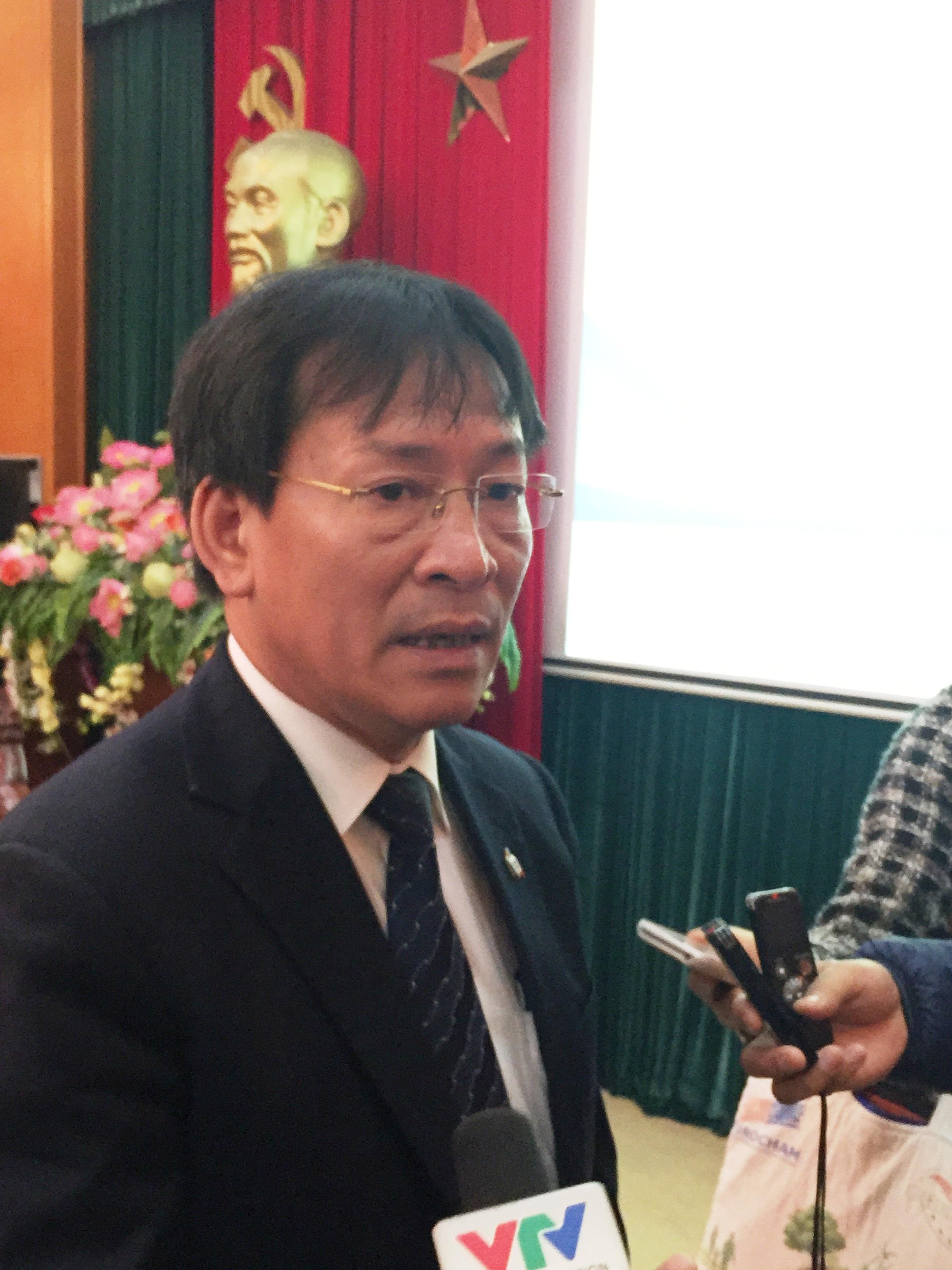 Ông Phạm Anh Tuấn- Phó trưởng Ban Nội chính Trung ương - trả lời báo chí bên lề hội thảo.