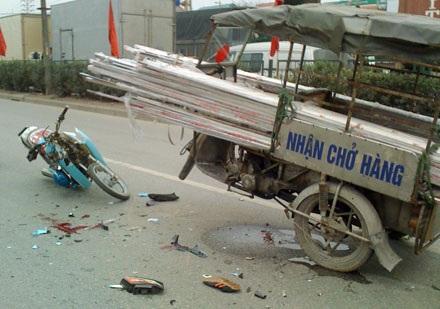 Hiện trường một vụ xe 3 bánh tự chế gây tai nạn ở Hà Nội (Ảnh: Tiến Nguyên).