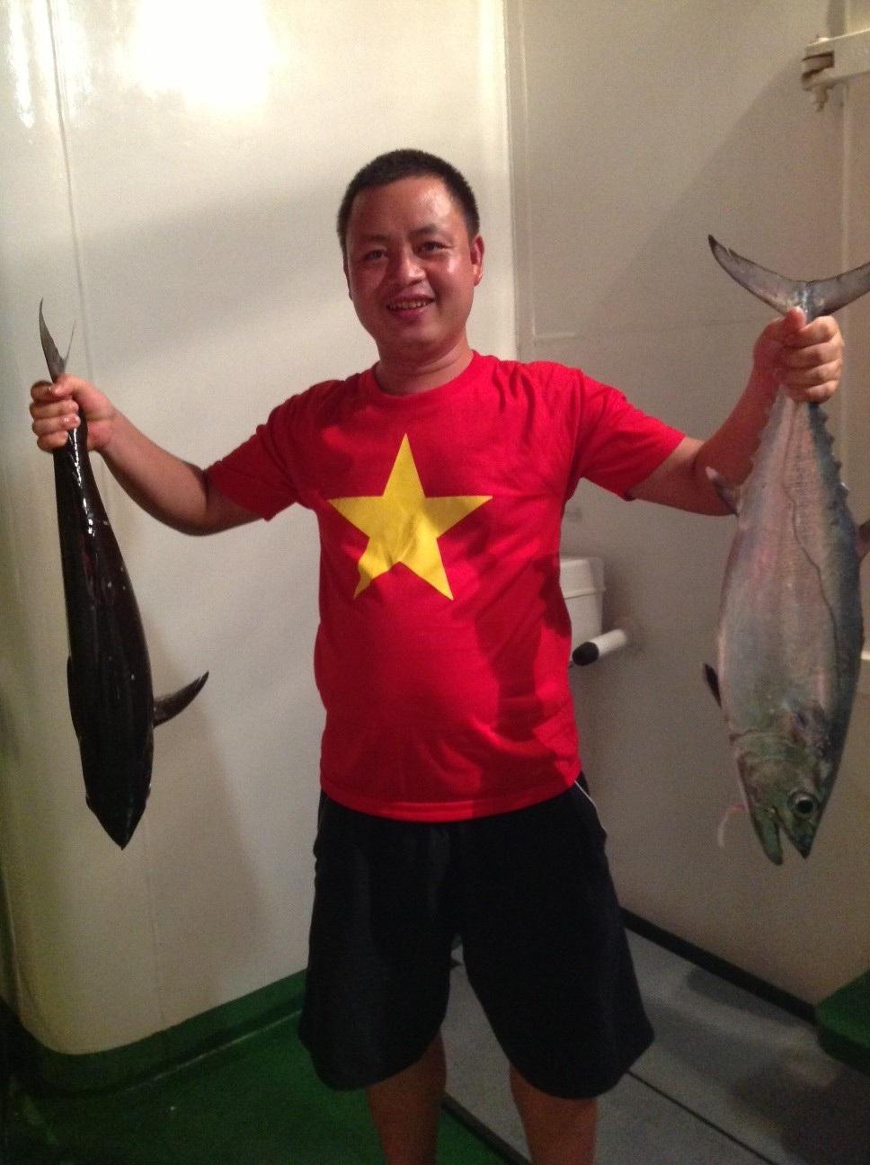 Hai đại biểu đoàn Gia Lai câu được 1 con cá Mú nặng trên 1kg.