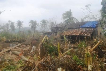 Vùng đất Quảng Sơn tan hoang sau trận lũ, lốc dồn dập