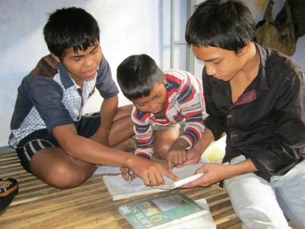 Ở bán trú, các em được sinh hoạt tập trung và có thể giúp nhau trong học tập