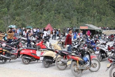 Bãi đỗ xechứa đầy các phương tiện