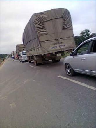 Vụ tai nạn khiến QL1 bị ách tắc cục bộ