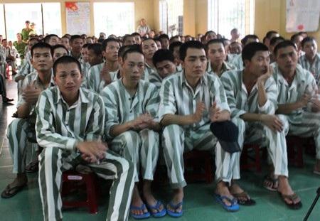 Hơn 250 phạm nhân,
