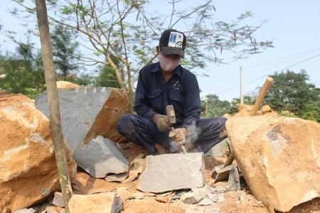 Để có được viên đá thành phẩm, người thợ phải làm rất nhiều công đoạn