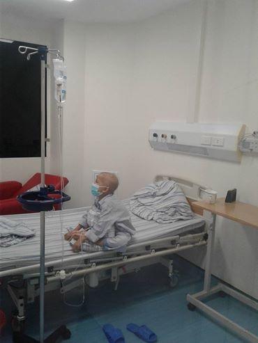 Hình ảnh Hoàng Minh đang trong phòng cách li sau ca ghép tủy.