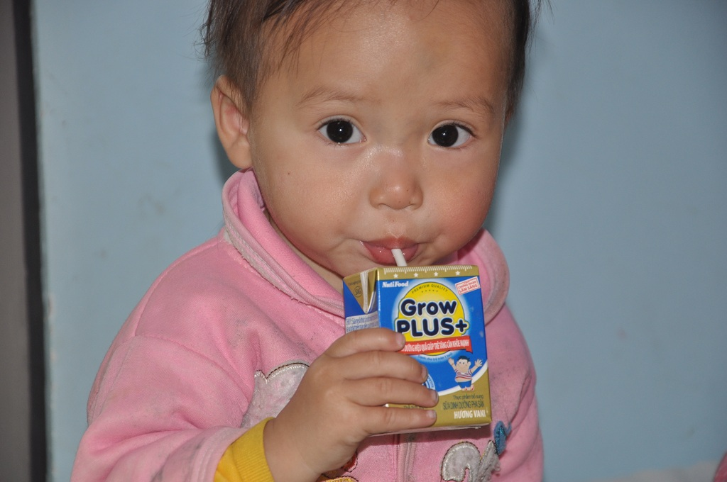 Lên trên bệnh viện, Sơn được uống sữa, ăn cháo đầy đủ.