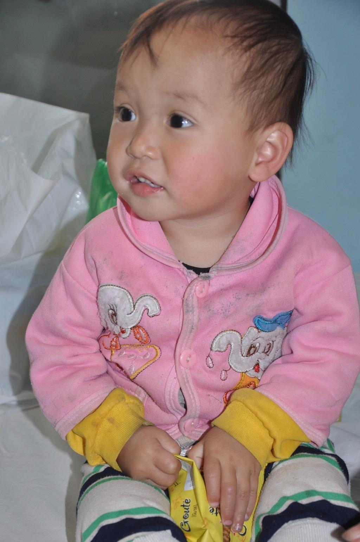 Sau thông tin mà báo điện tử Dân trí đưa, bé Lý Triệu Hồng Sơn đã được lên bệnh viện Nhi TW thăm khám chữa bệnh.