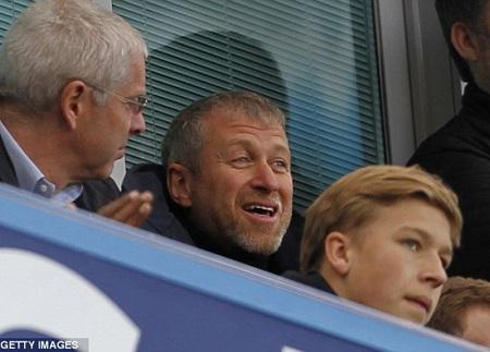 Chủ tịch Abramovich tiếp tục có mặt trên khán đài để theo dõi trực tiếp đội bóng của ông thi đấu