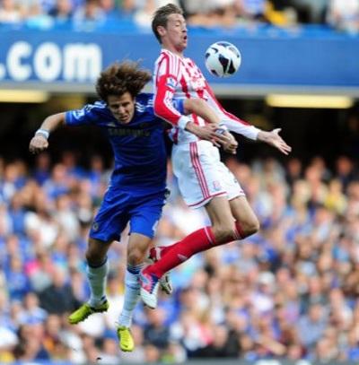 Hàng thủ Chelsea luôn gặp khó khăn trong các tình huống bóng cố định của đối phương