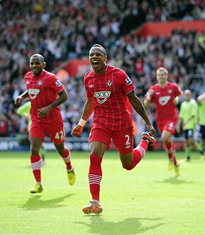 Southampton hạnh phúc với chiến thắng đầu tiên tại Premier League, họ đã hạ gục Aston Villa 4-1.