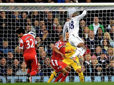 Tottenham trên sân nhà đã bị QPR vượt lên dẫn trước, nhưng bàn phản lưới nhà của Faurlin ở phút 61