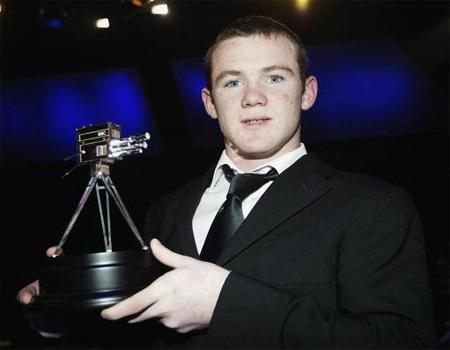 Rooney và giải thưởng lớn đầu tiên, cầu thủ trẻ của năm do BBC bình chọn năm 2002