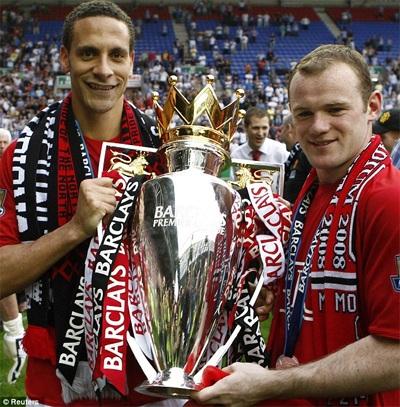 Chiếc cúp đầu tiên của Rooney cùng với MU