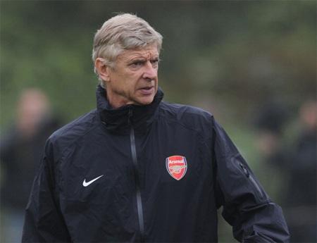 Wenger thất vọng đã phải kêu gọi các học trò phải thi đấu tập trung