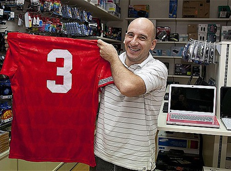 Gualtieri vẫn giữ chiếc áo của Pearce sau 19 năm