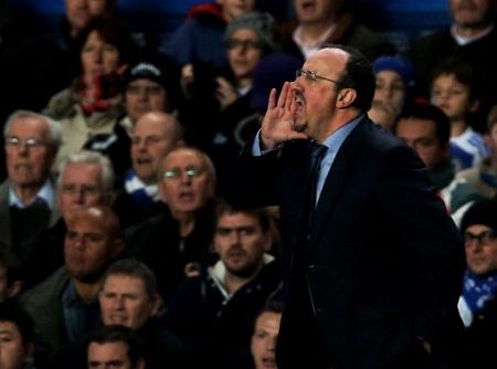 Benitez bị lo ó suốt trận đấu đầu tiên ông dẫn dắt Chelsea