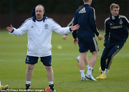 Sau buổi họp báo ra mắt, Benitez bắt tay ngay vào buổi tập cùng đội bóng mới