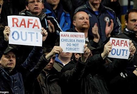 Rafa Benitez, CĐV của Chelsea không quên (