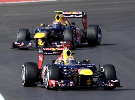 Vettel đã không thể bảo vệ ngôi đầu trước Hamilton