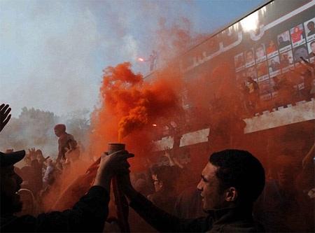 Người hâm mộ Al-Ahly ăn mừng khi 21 người bị kết án tử hình