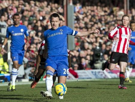 Hàng thủ với toàn các cầu thủ danh tiếng của Chelsea đã dễ dàng bị xé toang