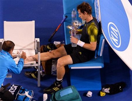 Chấn thương của Murray khiến anh thua nhanh ở 2 set 3 và 4