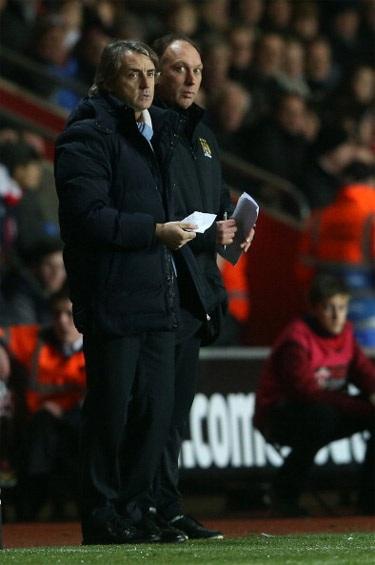 Mancini lo lắng cho số phận của đội bóng