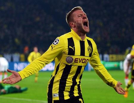 Jakub Blaszczykowski ấn định chiến thắng 3-0 cho ĐKVĐ Bundesliga và giúp đội bóng này vào tứ kết