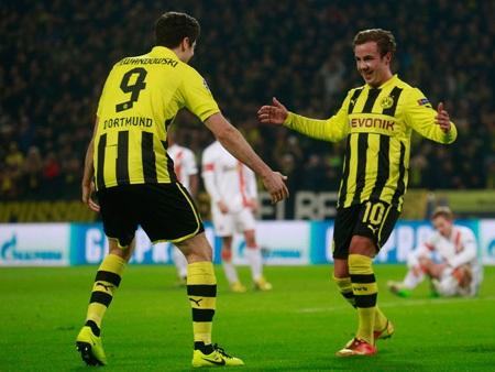 Mario Goetze ghi bàn thứ 2 và giúp đội bóng của nước Đức rộng cửa đi tiếp