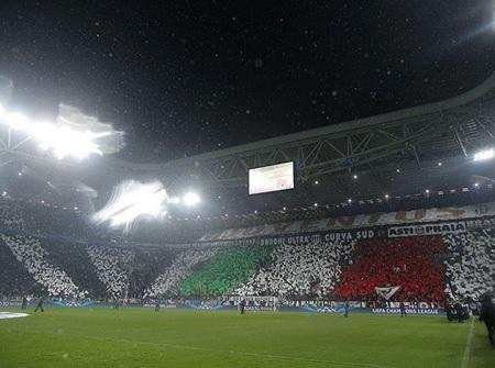 Juventus Azena ngợp sắc màu của CĐV đội chủ nhà khi họ tiếp đón Celtic
