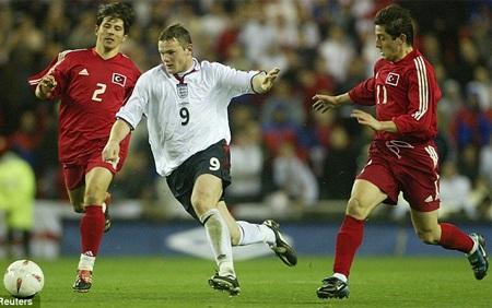 Rooney ra mắt tuyển Anh trong trận đấu với Thổ Nhĩ Kỳ cách đây  tròn 10 năm
