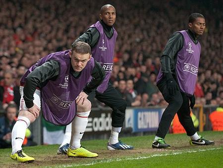 Rooney bị ngồi trên ghế dự bị đầy bất ngờ
