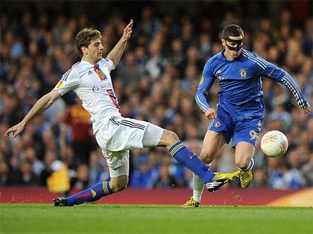 Tốc độ trận đấu được đẩy lên cao ngay sau tiếng còi khai cuộc với thế trận đôi công của hai đội