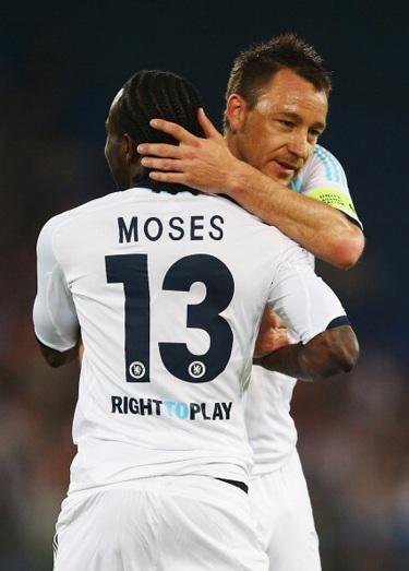 ...tuy nhiên, người chạm bóng cuối cùng là Moses và bàn thắng đã được tính cho cầu thủ này