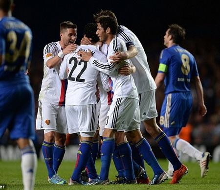 Phung phí cơ hội Chelsea phải trả giá, Salah ghi bàn mở tỷ số cho Basel ở cuối hiệp 1