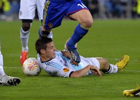 Pha xấu chơi của cầu thủ đội chủ nhà với Azpilicueta